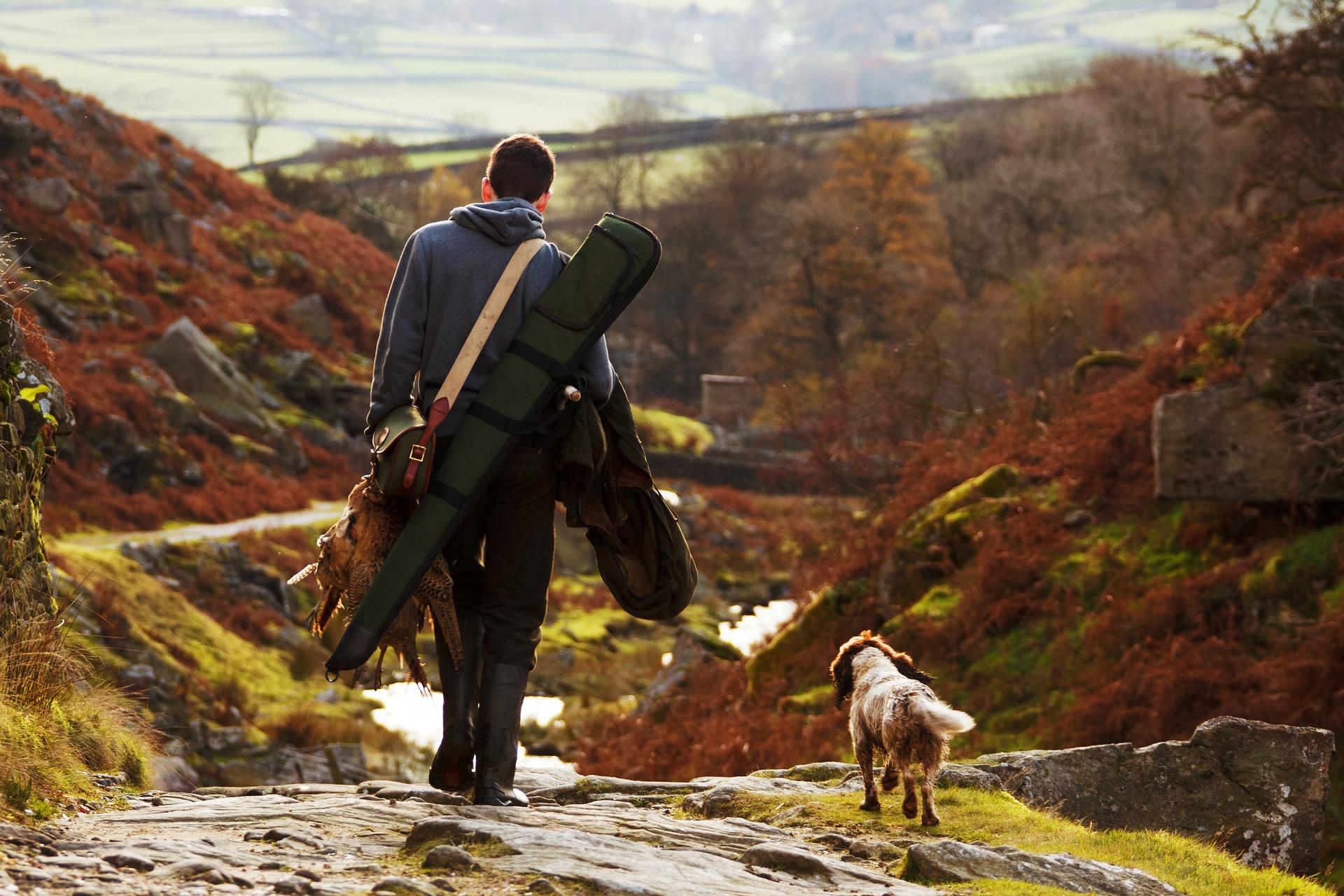 cazador con perro